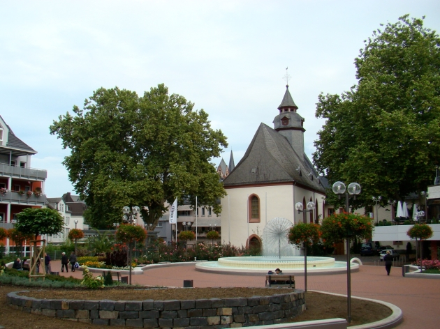Pusteblume (Dandelion) Fountain and St. Anna-Kirche (church)