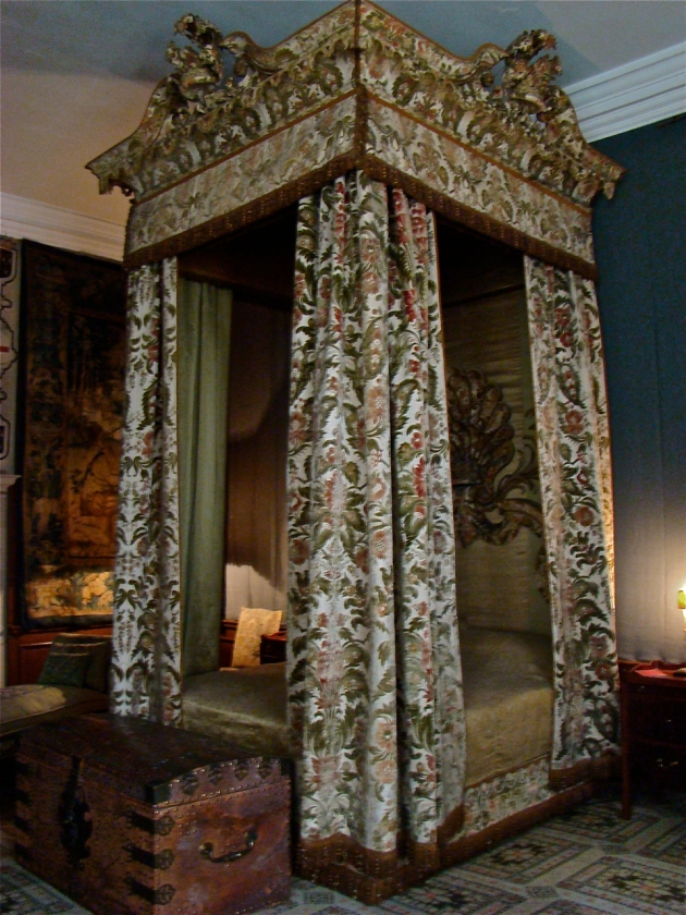 The Cut Velvet Bedroom - The bed was made in 1740's and brought to Hardwick hall in 1800s by the Duke of Devonshire.