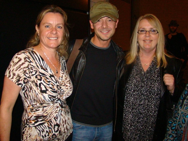 Shelley & Chris with John Simm after Hamlet (Crucible Theatre - 21 Sep 2010)